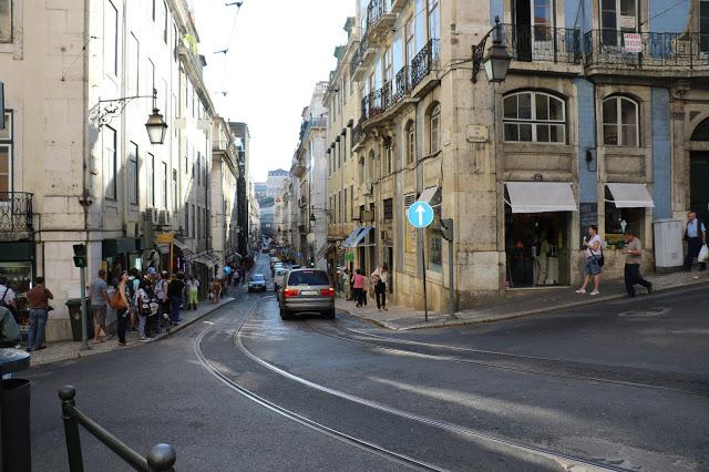Pickpocket in Lisbon