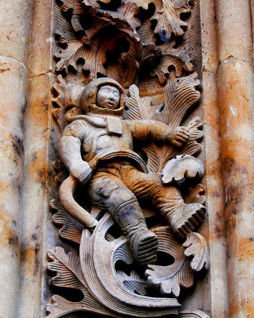Sculpture of astronautat NewCathedral Salamanca