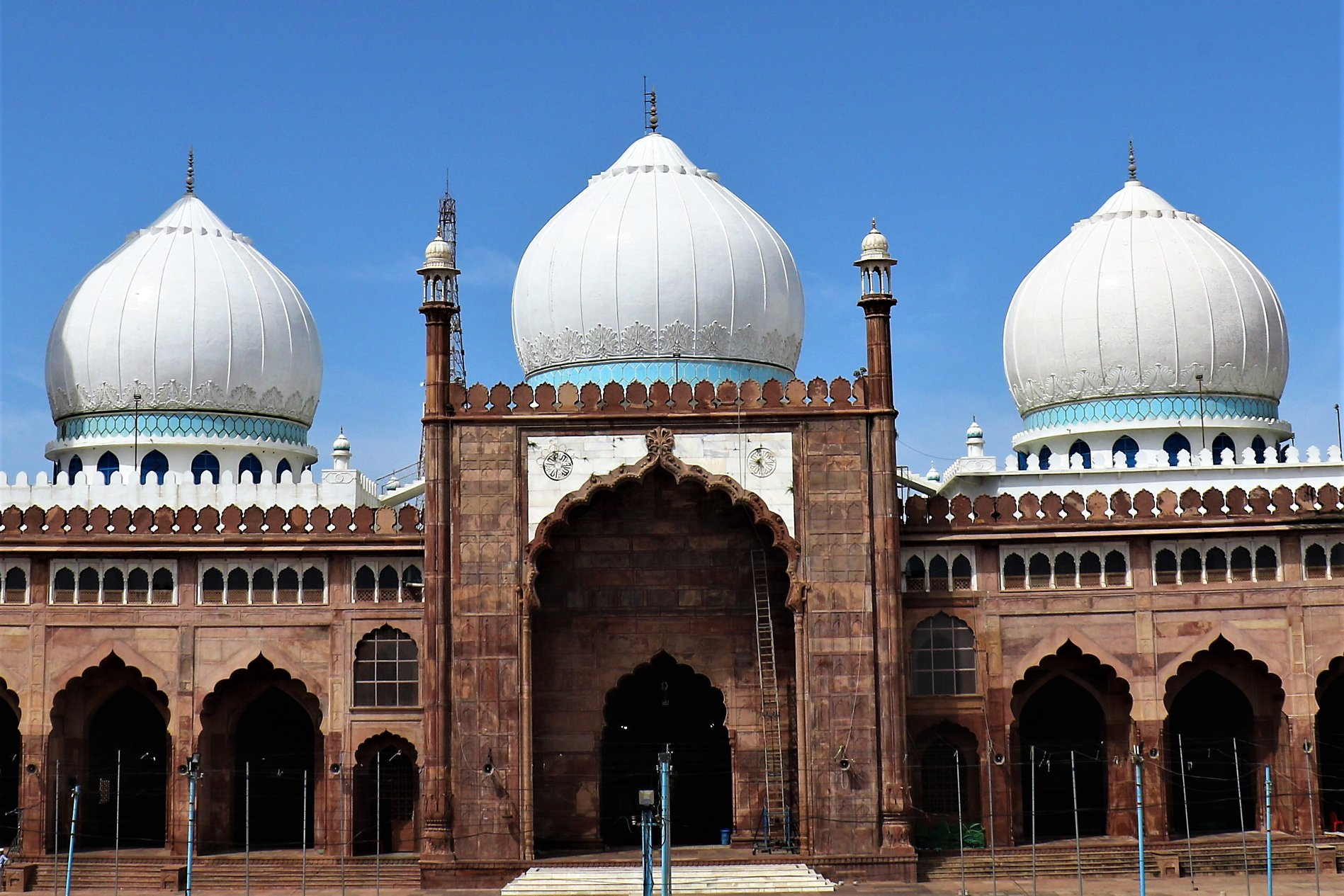 Guide to Taj-ul-Masajid, Largest Mosque of India in Bhopal - i Share